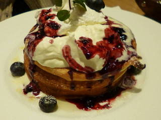 ブルーベリーとマスカルポーネクリームのパンケーキ