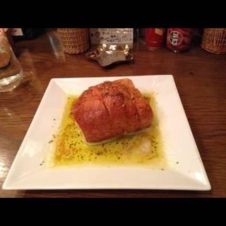 トマトとモッツァレラチーズのガーリックトースト