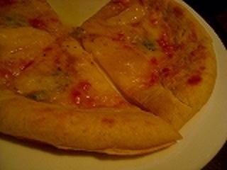 四種のチーズピザ