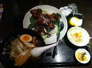 豚角煮丼と半ラーメン ランチ