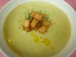 空豆と新じゃが芋 チーズのスープ