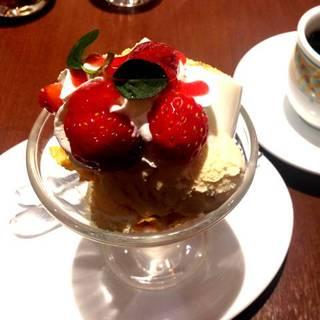 苺のミニパルフェ
