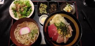 まぐろ屋の4色海鮮丼セット