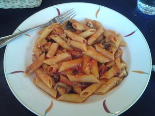 豚肉とキノコのトマトソースショートパスタランチ