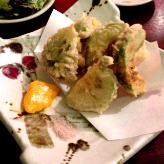 アボカドの天ぷら 黄身酢ソースで