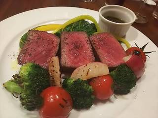 甲州ワインビーフのシンタマと夏野菜のグリエ~生黒胡椒ソース