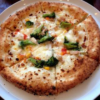 ツナとコーンとブロッコリーのクリームピザ