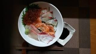 自家製イクラの海鮮丼
