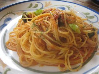 トマトソースチキンとブロッコリー