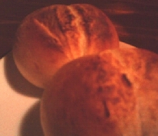 サービスの焼きたてパン