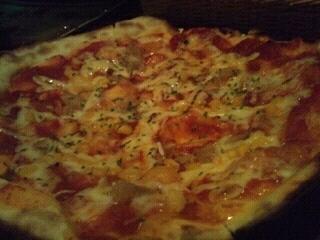 コーンとチーズのピザ