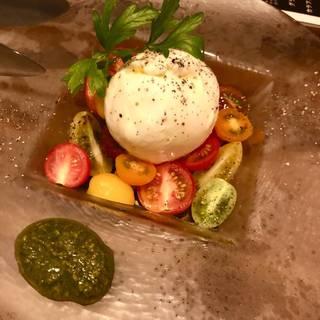 プーリア州 フレッシュブラータとカラフルトマトのカプレーゼ