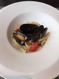 ムール貝とトマトのショートパスタ
