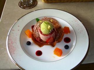 小田原いちごとフロマージュブランのムース タンバル飴飾り