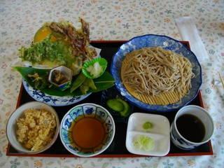 山菜天ぷらたっぷりの定食