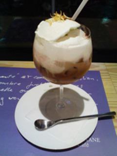 バニラアイスクリームのチョコレートミルクティー