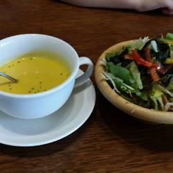かぼちゃの冷製スープとセットサラダ