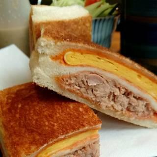 たまごとツナのトーストサンドイッチ