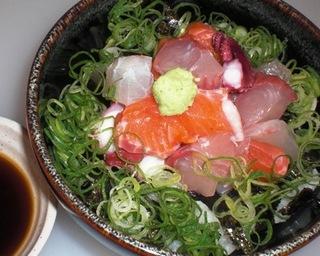 名物びっくり海鮮丼
