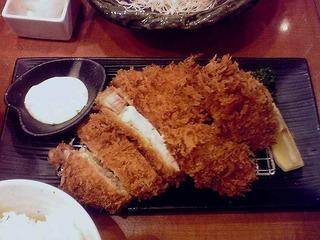 健美豚のロースかつと牡蠣フライ定食