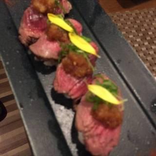 桜馬肉ローストのにぎり寿司 ~生姜おろし~