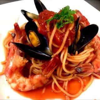 有頭海老とムール貝のトマトソースパスタ
