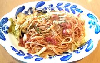 キャベツとソーセージのトマトソースパスタ