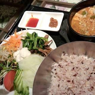 13菜と雑穀米のビビンバ&熟成味噌のチゲ鍋