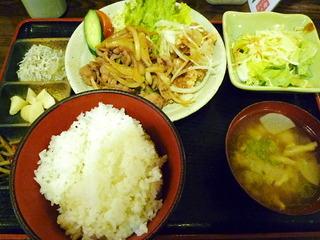 豚生姜焼きと鳥唐揚の定食