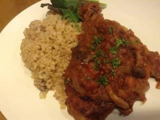 鶏肉のイタリア田舎煮込みと玄米キノコピラフ