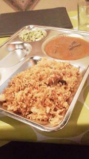 チキンビリヤニとニハリ風マトンスープ