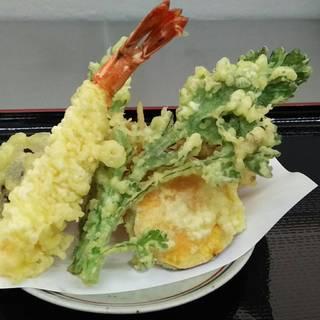 特大海老入り天ぷら盛り合わせ