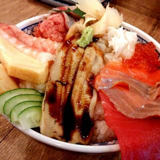 海鮮こぼれ丼