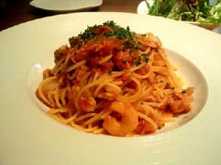 魚貝と玉ねぎのトマトソーススパゲティ