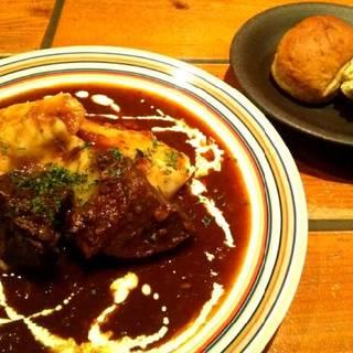 牛ほほ肉のビーフシチューとクリーミーマッシュポテト