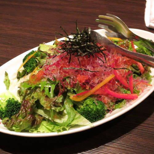 低カロリーの海藻麺サラダ
