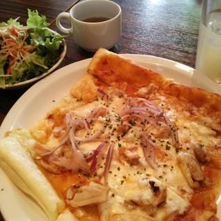 BBQチキンのパイ生地ピザ