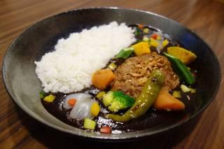 ハンバーグと彩り野菜のカレー