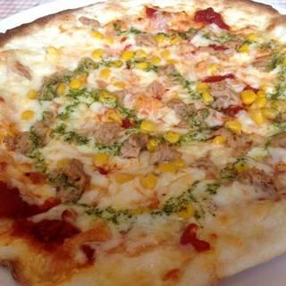 コーンとツナのピザ