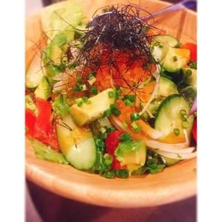 本日の海鮮とアボカドのサラダ