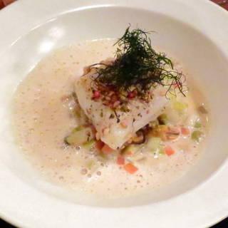 ブルターニュ産ヒラメのエチュベとモンサンミッシェル産ムール貝のシードル風味