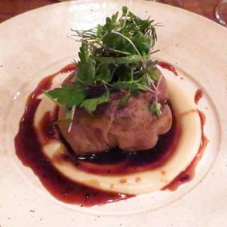 フランス産牛フィレ肉とフォアグラ、トリュフのガレット包み ロッシーニ風