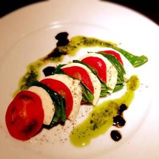 完熟トマトとモッツァレラチーズのカプレーゼ