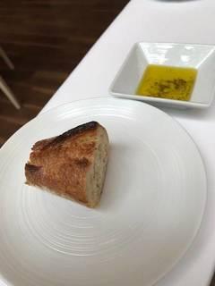メゾンカイザーのパンと自家製ハーブオイル