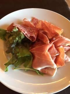イタリア産生ハムとミラノサラミの盛り合せ