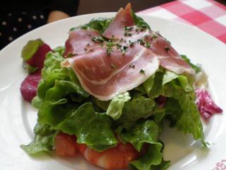 パルマ産生ハムと小海老のサラダ