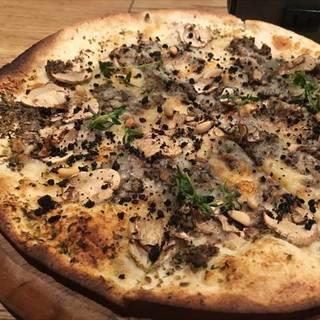 トリュフ香るバルサミコマッシュルームピザ