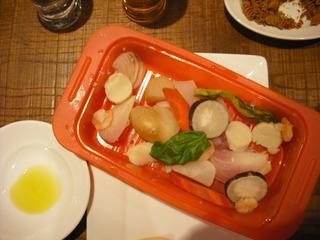 シリコンスチーマーで海の幸と蒸し野菜 白トリフのお塩で
