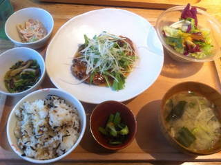 ひじきの豆腐ハンバーグ定食