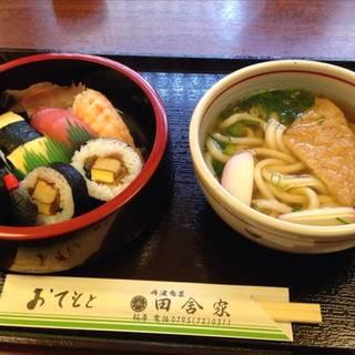 本日の日替わり 寿司うどんセット。